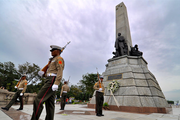 Guards-of-Rizal-Monument