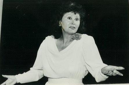 """לאה שלאַנגער אין שלום־עליכמס """"שיר־השירים"""", תּיאטרון ירושלים, 1988"""